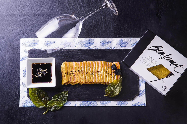 La Lonjeria Marisquería Madrid. Salmon ahumados con lingotes de oro